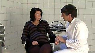 Gyno fucks a pregnant babe